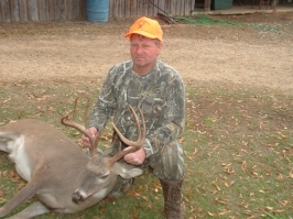 Chuck Rhimes took this 9-point, weighing in at 204 pounds, on 11-24-2007.Chuck Rhimes took this 9-point, weighing in at 204 pounds, on 11-24-2007.